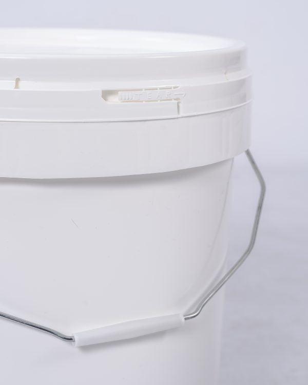 Tamperproof seal on the 8kg and 16kg pails of boric acid